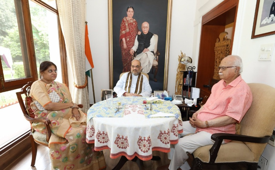 After the oath, Amit Shah and his wife also called on veteran BJP leader LK Advani at his residence to seek his blessings. Twitter @Amit Shah
