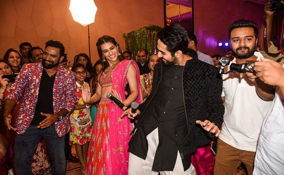 Ayushmann got the newly engaged couple to dance to the tune of 'Sweety Tera Drama', from Bareilly ki Barfi, not once but twice