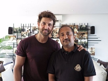 Hrithik Roshan with Anand Kumar. Image from Twitter.