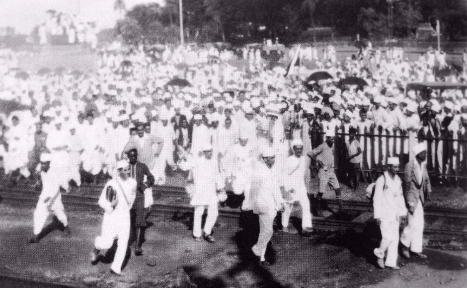 The exhibition includes a display of replicas of Gandhi's ashrams, the old National flag, Gandhi's personal belongings, original copies of magazines edited by Gandhi such as Young India, Harijan, Navjivan, etc. Depicted here, a mass protest during the Salt Satyagraha