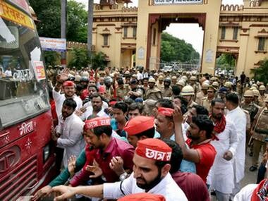 Varanasi: Police remove Samajwadi Party workers who were trying a protest at Banaras Hindu University Gate against the police lathicharge on the female students of the university, in Varanasi on Monday. PTI Photo (PTI9_25_2017_000143B)