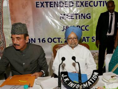 Ghulam Nabi Azad and Manmohan Singh during the meeting in Kashmir. PTI