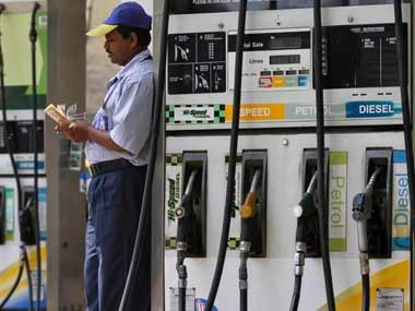 An employee counts money at a fuel station in Kolkata April 7, 2011. India's fuel price index climbed 13.13 percent in the year to March 26, government data on Thursday showed. REUTERS/Rupak De Chowdhuri (INDIA - Tags: BUSINESS ENERGY)