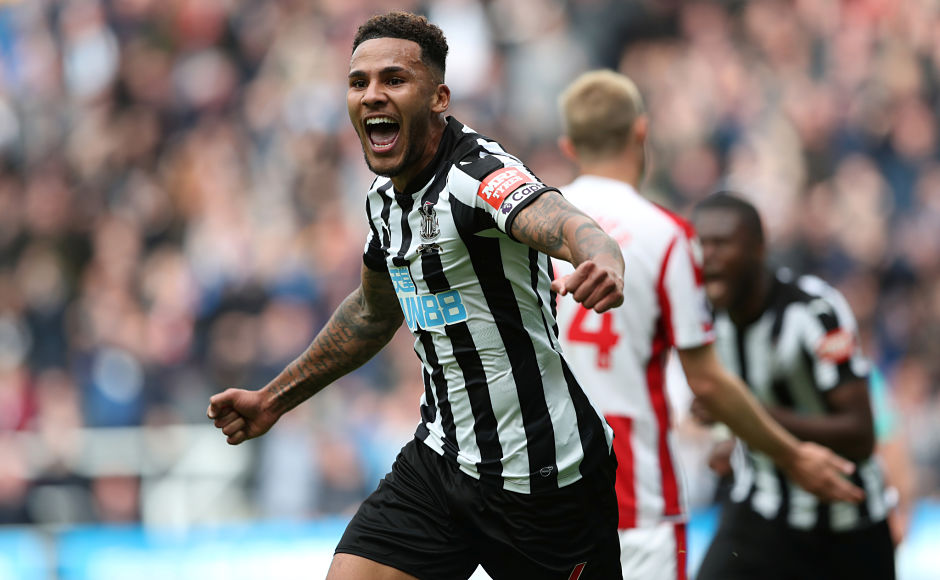 Newcastle United skipper Jamaal Lascelles scored the winner as Rafa Benitez's side beat Stoke City 2-1. Reuters
