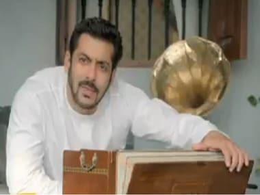 Salman Khan in the latest BiggBoss 11 promo. Screen grab via Twitter/@rajcheerfull
