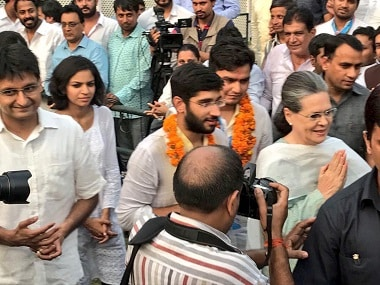 NSUI's winning candidates with Congress president Sonia Gandi. Image courtesy: Twitter @IYC