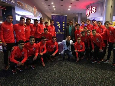 Chile U-17 team at the screening of Bollywood film Chak de! India. Image Courtesy: Twitter @LaRoja
