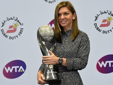 Simona Halep poses with the WTA World No 1 trophy. Image courtesy: Twitter @WTA