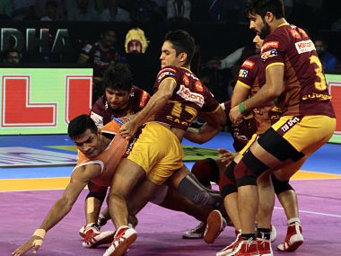 Puneri Paltan and UP Yoddha players in action. Image Courtesy: Twitter @ProKabaddi