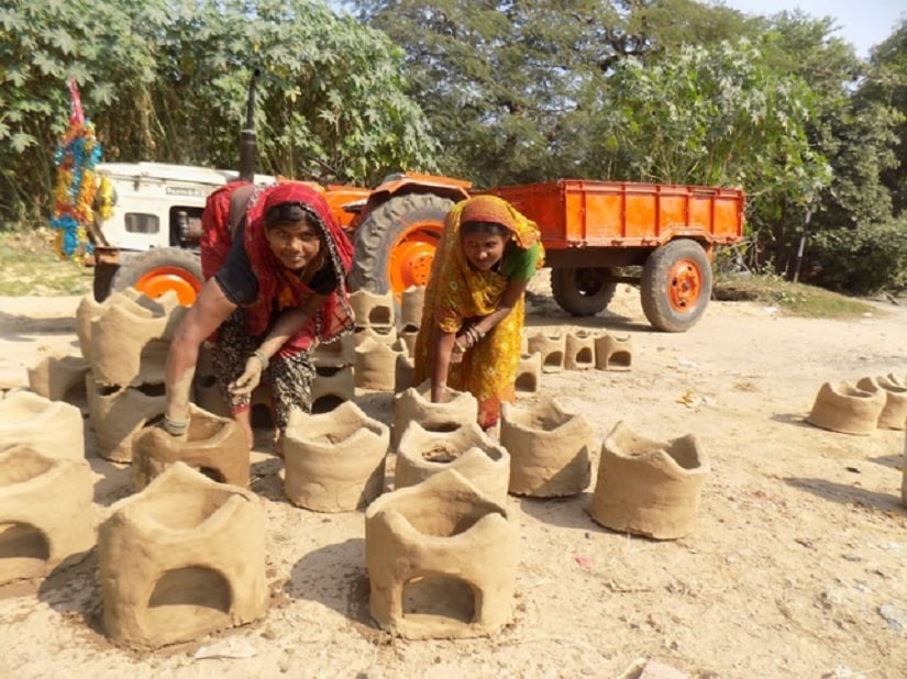 Muslim women prepare earthen stoves for Chhath. All photos courtesy the writer