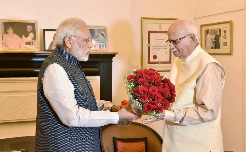 BJP veteran LK Advani, who turned 90 on Wedensday, was greeted on his birthday by Prime Minister Narendra Modi. Image courtesy: Twitter / @narendramodi