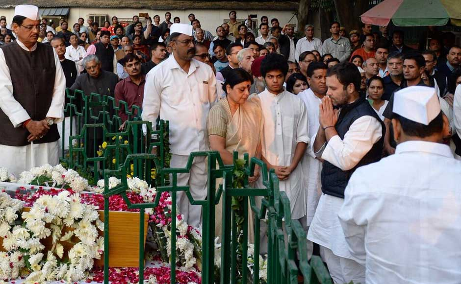Prior to the ceremony on Tuesday, Dasmunsi's body was taken to the Congress headquarters on Akbar Road in New Delhi, where top party leaders, including vice-president Rahul Gandhi, paid homage to the leader. Twitter @INCIndia