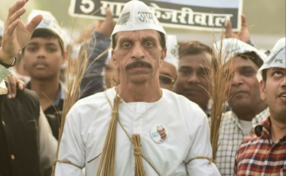 Arvind Kejriwal ended the celebrations with an appeal to poll-bound Gujarat to choose non-BJP parties and clean up the state that has had BJP at the helm for the past 18 years. Image Courtesy: Twitter @AamAadmiParty