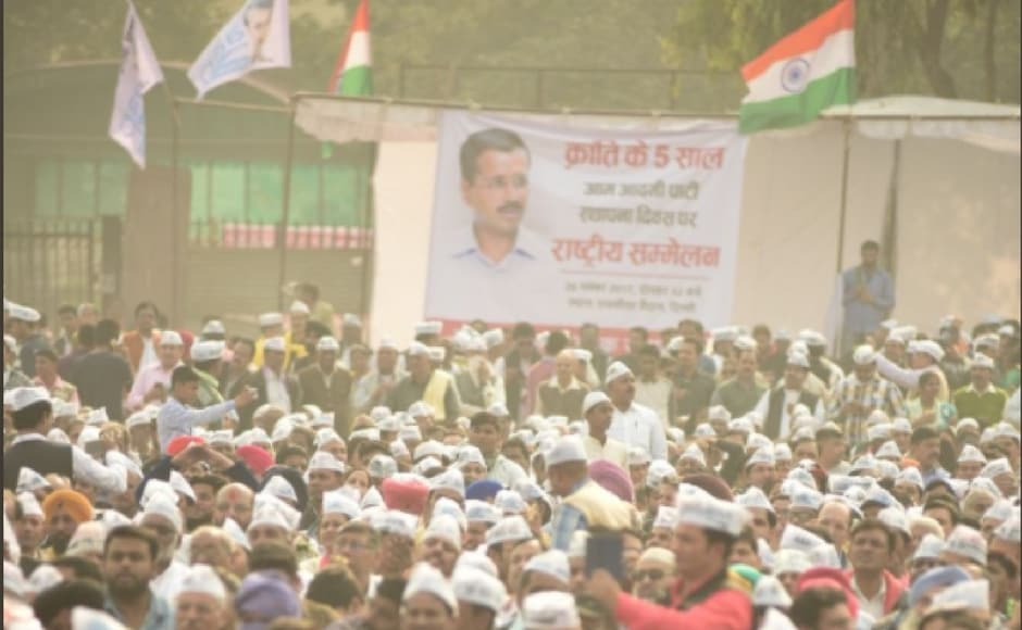 Thousands of AAP supporters turned up at the Ramlila Maidan, New Delhi to celebrate the founding day of their party. Image courtesy: Twitter @AamAadmiParty