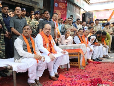 BJP president Amit Shah drinks tea along with other minister while listening to Mann ki Baat