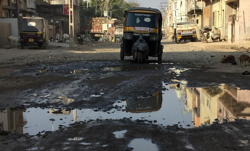 The Memanwad area is covered with potholes and broken roads. Image procured by the author