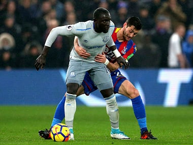 Everton's Oumar Niasse, left, and Crystal Palace's Joel Ward challenge for the ball during the English Premier League soccer match Crystal Palace versus Everton at Selhurst Park, London, Saturday Nov. 18, 2017. (Steven Paston/PA via AP)
