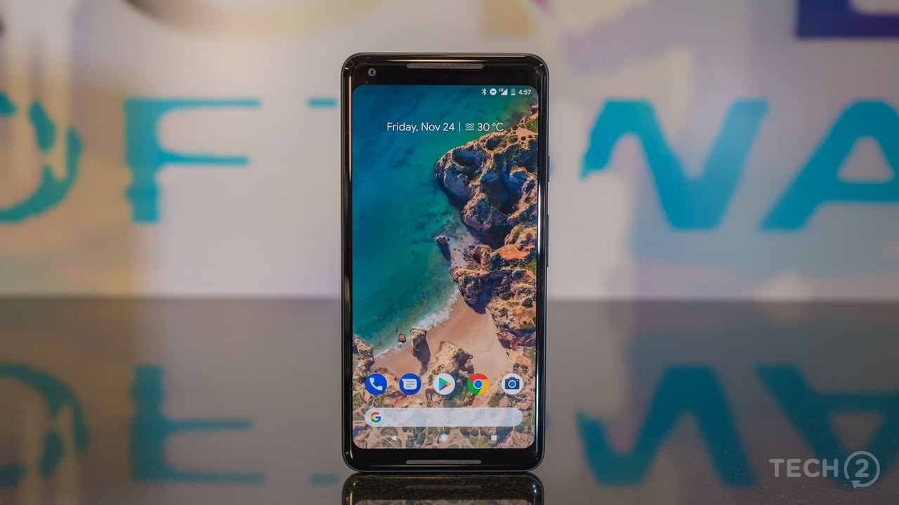 The Google Pixel 2 XL is not a bezel-less smartphone. Image: tech2/Rehan Hooda