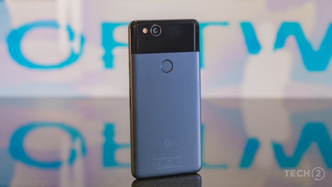 The matter finish on the back of the Pixel 2 is feels great and resists fingerprints. Image: tech2/Rehan Hooda