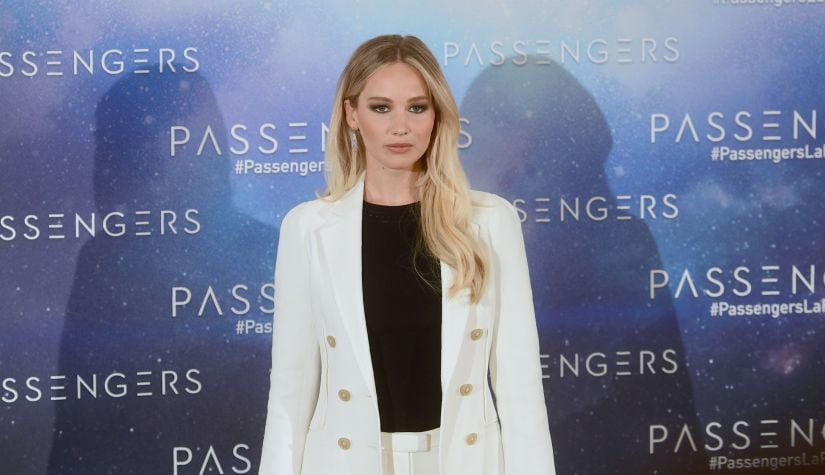"""US actress Jennifer Lawrence poses during the photocall of """"Passengers"""" directed by Norway Morten Tyldum, in Madrid on November 30, 2016. / AFP PHOTO / PIERRE-PHILIPPE MARCOU"""