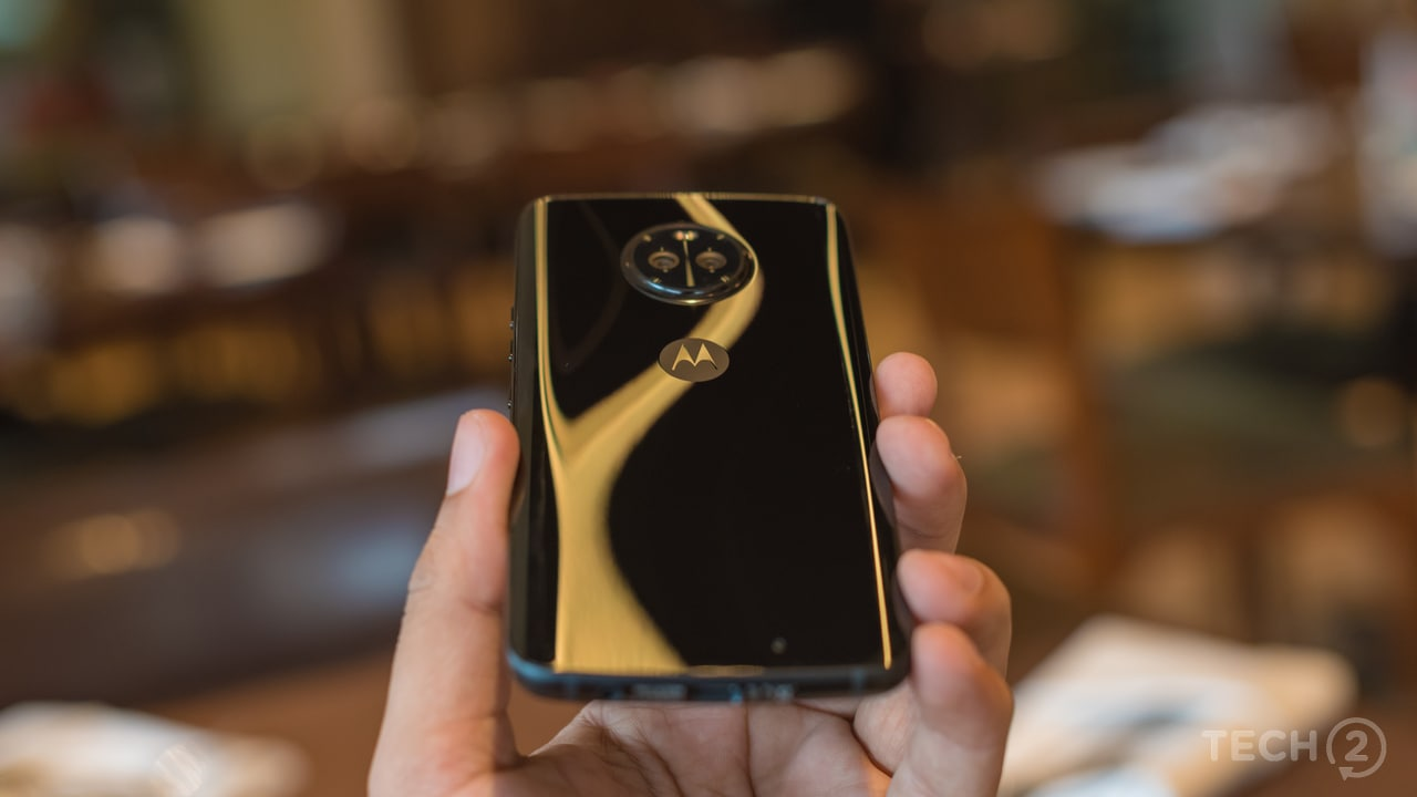 The Motorola Moto X4 introduces a new design, making it distinguishing factor from its Moto G and Moto Z series smartphones. Image: tech2/ Rehan Hooda