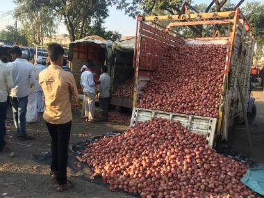 Onion traders have badly been impacted by the note ban. Image courtesy: IndiaSpend/Swagata Yadavar