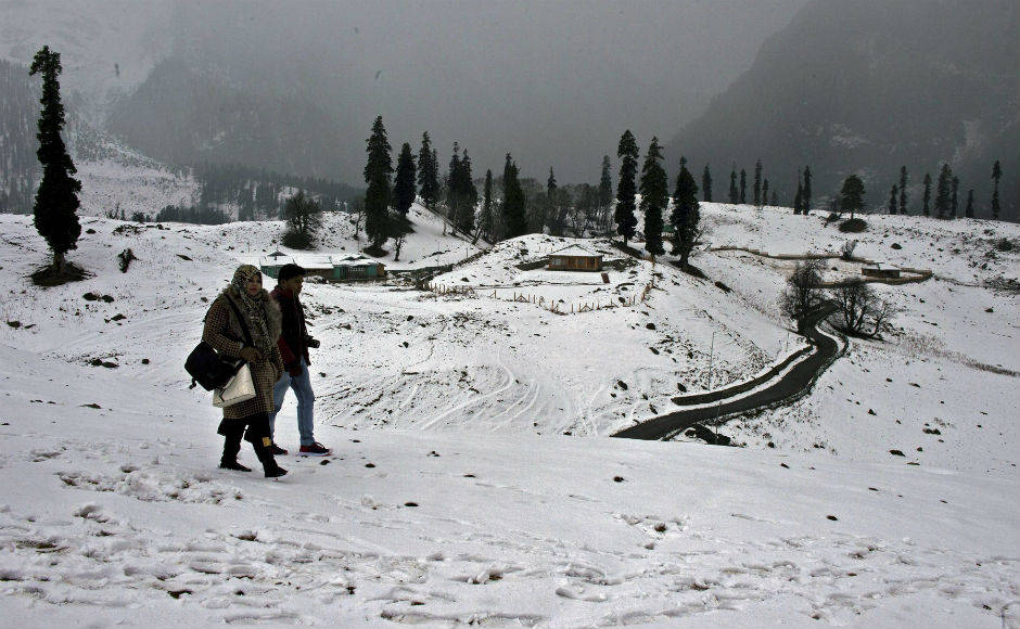 Mughal Road closed after fresh snowfall in Pir Panjal