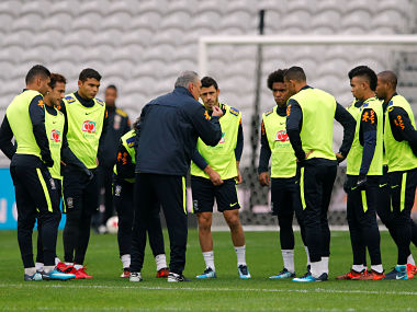 Soccer Football - Brazil Training - Stade Pierre-Mauroy, Lille, France - November 9, 2017 Brazil coach Tite speaks to his players during training REUTERS/Pascal Rossignol - RC1FB34E4830