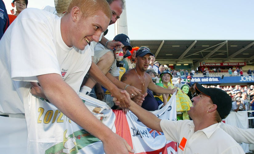 """Australia's Shane Warne meets with England cricket fans from the """"barmy army"""" after their win over Engalnd in the third Ashes cricket test in Perth December 1, 2002. Reuters"""