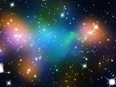 This image shows the distribution of dark matter, galaxies, and hot gas in the core of the merging galaxy cluster Abell 520. The result could present a challenge to basic theories of dark matter. Image: Nasa