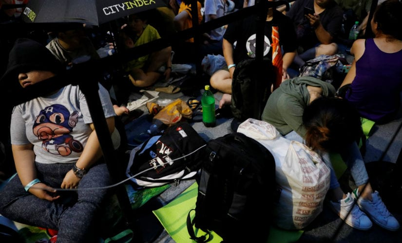 People queue overnight for the iPhone X launch outside the Apple store in Singapore November 3, 2017. REUTERS/Edgar Su