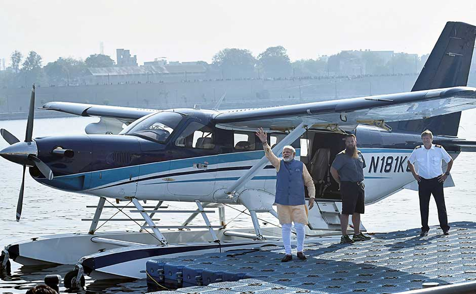 Narendra Modi takes seaplane ride on last day of campaigning for Gujarat polls