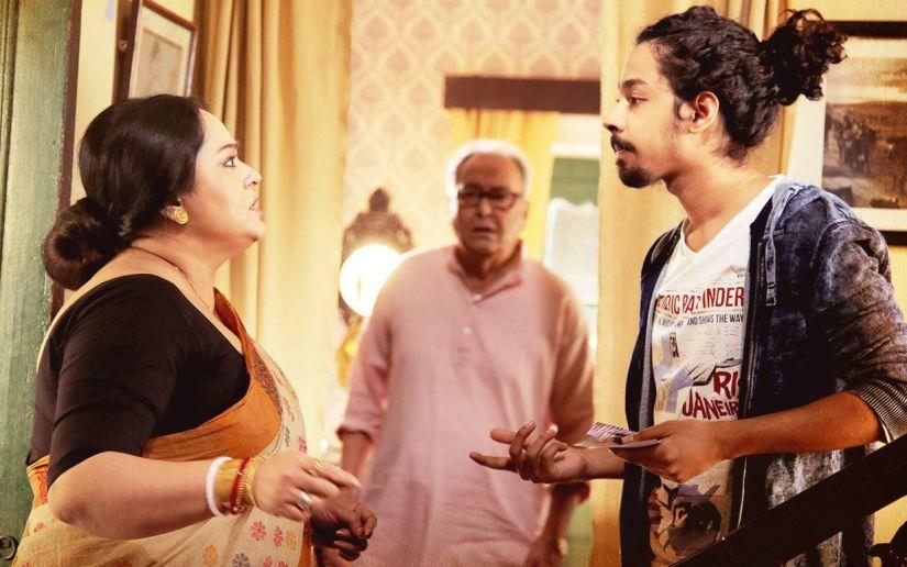 Aparajita Adhya, Soumitra Chatterjee and Riddhi Sen in a scene from the film. Facebook/SamantaralTheMovie