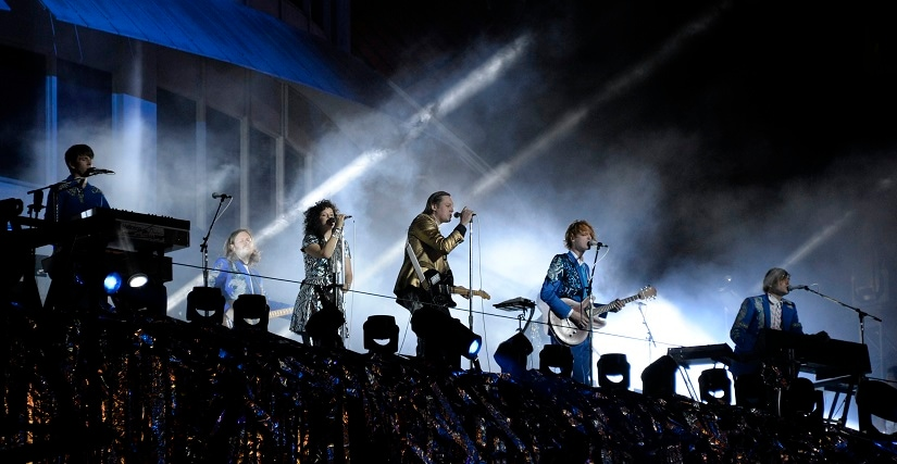 """Indie rock band Arcade Fire performs at the Capitol Records building in Hollywood, California October 29, 2013. The band staged an impromptu concert to promote their new album """"Reflektor"""". REUTERS/Gene Blevins (UNITED STATES - Tags: ENTERTAINMENT) - GM1E9AU0YCQ01"""