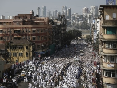 Dawoodi Bohra Muslims crowd around the vehicle carrying the body of their spiritual leader Syedna Mohamed Burhanuddin during his funeral procession in Mumbai January 18, 2014. Reuters