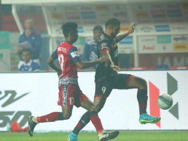Jameshedpur FC and ATK players fight for the ball. @Twitter: @IndSuperLeague