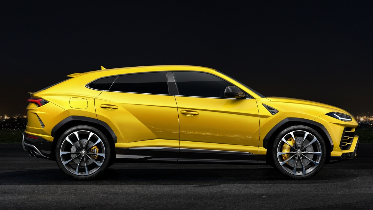 In the US, the Lamborghini Urus starts at $200,000 (168,718 euros.) The European base price is just under 171,500 euros ($203,322). Image: Lamborghini