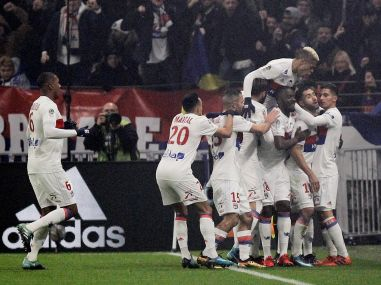 Ligue 1: Steve Mandanda's howler helps Lyon end Marseille's unbeaten run; Nice see off Bordeaux