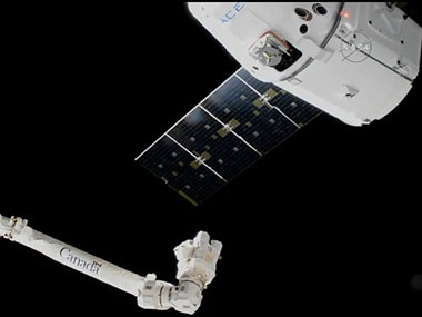 The SpaceX Dragon approaching the Canadarm.