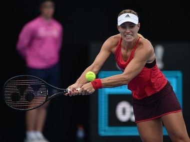 Angelique Kerber of Germany hits a return to Lucie Šafárová of the Czech Republic in their women's singles first round match at the Sydney International tennis tournament in Sydney on January 8, 2018. / AFP PHOTO / PETER PARKS / -- IMAGE RESTRICTED TO EDITORIAL USE - STRICTLY NO COMMERCIAL USE --