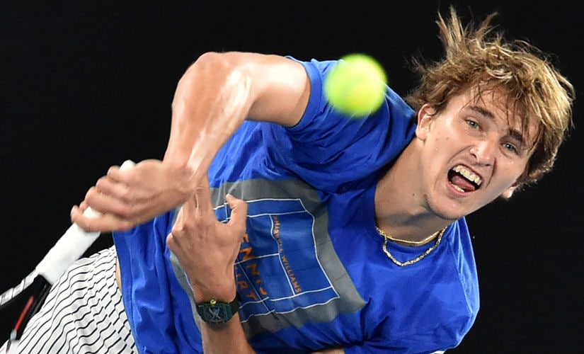Germany's Alexander Zverev serves during a practice session ahead of the Australian Open tennis tournament in Melbourne on January 12, 2018. / AFP PHOTO / PAUL CROCK / IMAGE RESTRICTED TO EDITORIAL USE - STRICTLY NO COMMERCIAL USE