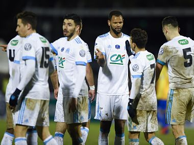 Olympique de Marseille's Portuguese defender Rolando (C) celebrates his team's victory with teammates at the end of the French Cup football match between Epinal (SAS) vs Marseille (OM) at the Colombiere Stadium in Epinal, eastern France, on January 23, 2018. / AFP PHOTO / SEBASTIEN BOZON