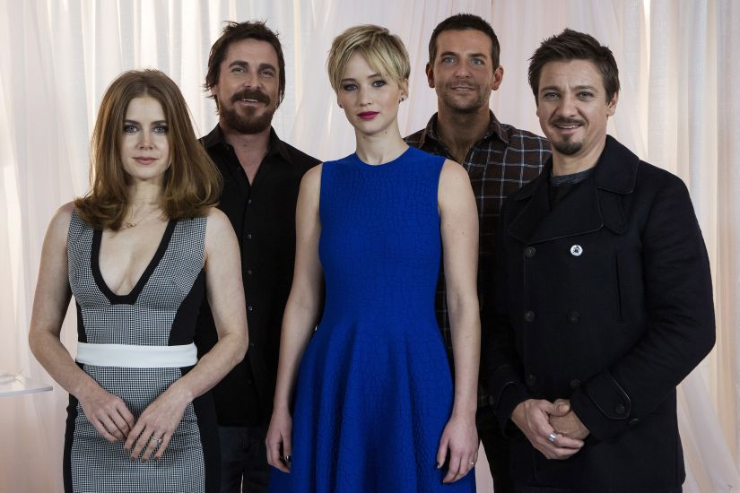 """The cast of """"American Hustle"""" (L-R) Amy Adams, Christian Bale, Jennifer Lawrence, Bradley Cooper and Jeremy Renner pose for a portrait in New York December 8, 2013. REUTERS/Eric Thayer (UNITED STATES - Tags: ENTERTAINMENT) - GM1E9C9016P01"""