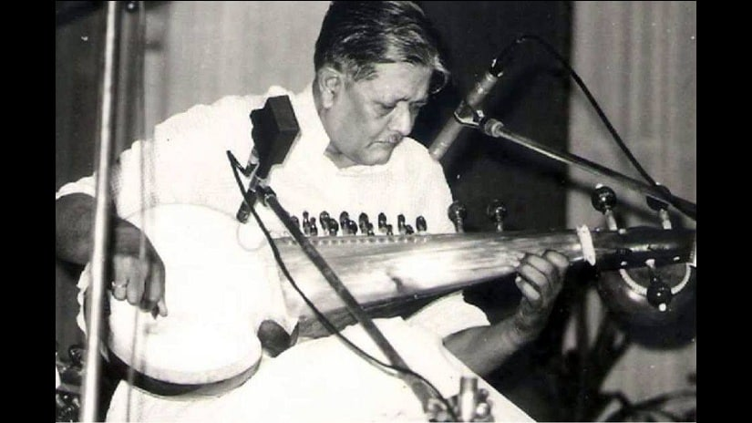 Pt Buddhadev Dasgupta in one of his concerts. Photo courtesy Facebook/ Arohee School of Music, Nababganj