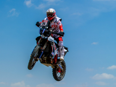 CS Santosh in action during the first stage of Dakar Rally. Twitter: @hero_motosports