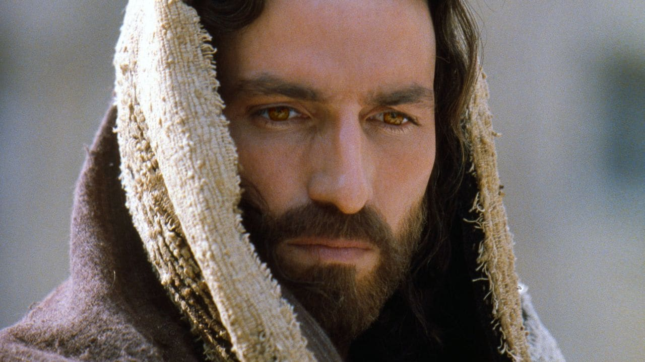 an analysis of the character of jesus christ in the passion of christ film by mel gibson Watch video directed by mel gibson with jim caviezel, monica bellucci, maia morgenstern, christo jivkov depicts the final twelve hours in the life of jesus of nazareth, on the day of his crucifixion in jerusalem.