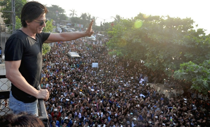 Shah Rukh Khan waving at fans atop his residence in Mumbai/Image from YouTube.