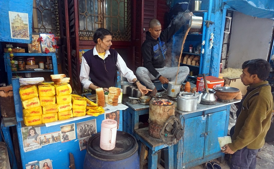 A popular street-side chai seller who also offers buttered toast. Image from AP