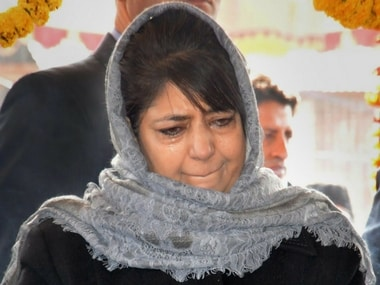 Mehbooba Mufti paying floral tribute