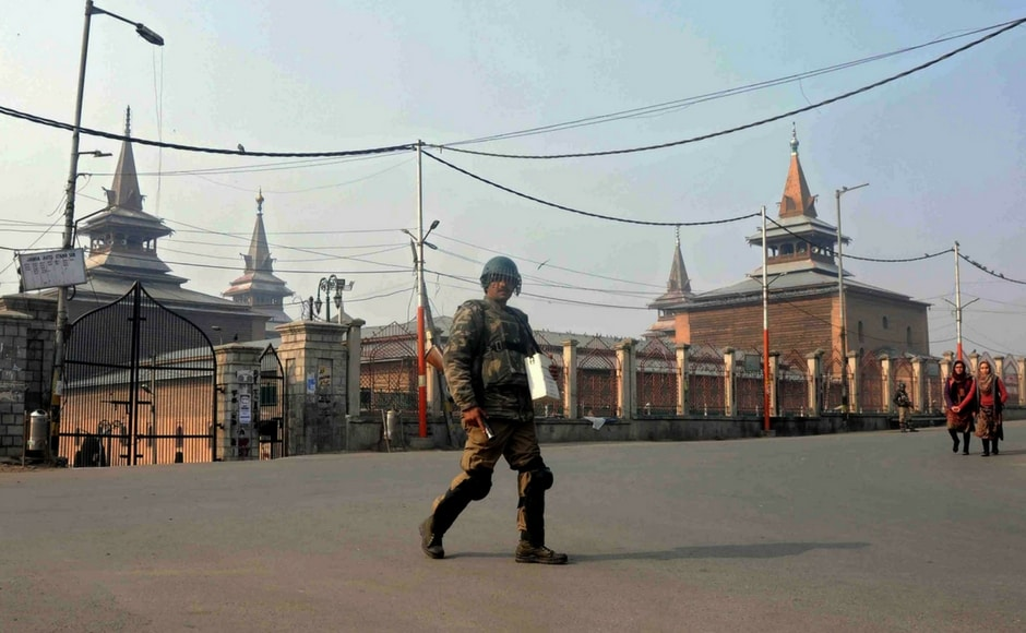 Huge number of security forces were deployed to prevent the possible eruption of protests. CRPF personnels guardedJamia Masjid in Nowhatta area of Srinagar on Saturday. Image Courtesy: Sameer Mushtaq